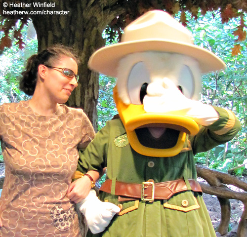 Meeting Characters at Disney | SparklyEverAfter.com